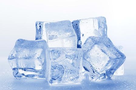 Лед для лечения геморроя: компрессы и примочки, ледяные свечи, холодные ванночки