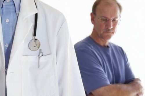 Какие симптомы могут указывать на появление геморроя у мужчин?