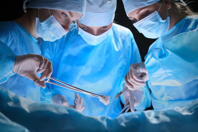 Нужно ли делать операцию при геморрое?