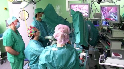 Первые симптомы рака слепой кишки: особенности лечения, операция, прогноз выживаемости