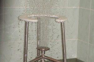 Восходящий душ при лечении геморроя: действие, эффективность и противопоказания