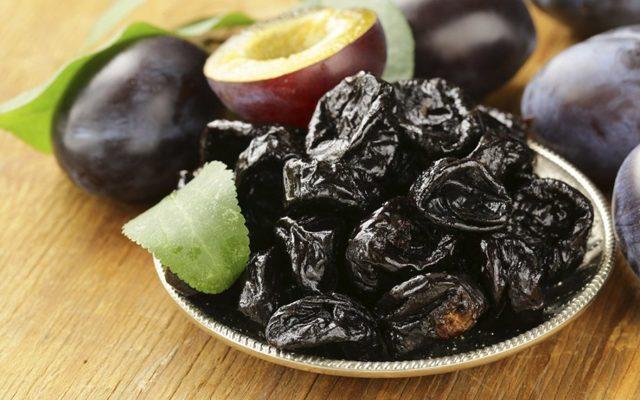 Как облегчить дефекацию используя чернослив при запоре
