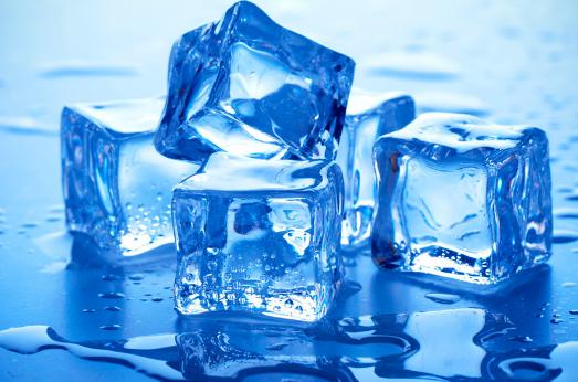Холодные компрессы при геморрое с холодной водой и льдом