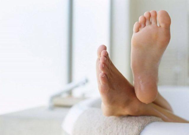 Средство от грибка ногтей на ногах: недорогие и эффективные препараты для взрослых