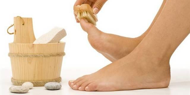 Натоптыши на пальцах ног: как избавиться аптечными препаратами и народными средствами