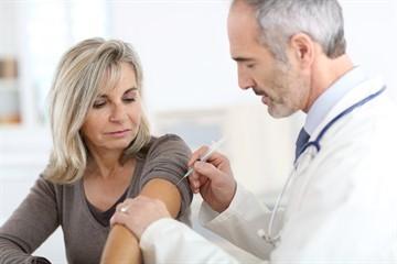 Схема и график прививок против гепатита В: виды вакцин, безопасность, ревакцинация взрослых и детей