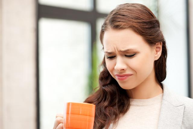 Горчит во рту после еды: что это значит, причины, отчего появляется симптом во время приема пищи, по утрам, в горле, лечение, народные средства