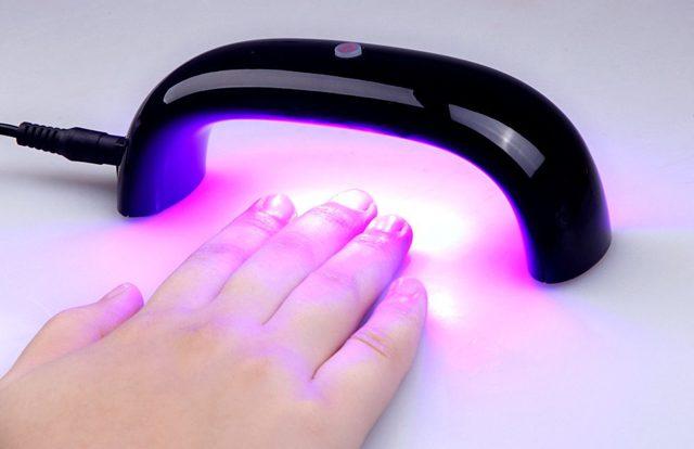 Лечение псориаза ультрафиолетом: применение УФ ламп, облучателей и расчесок