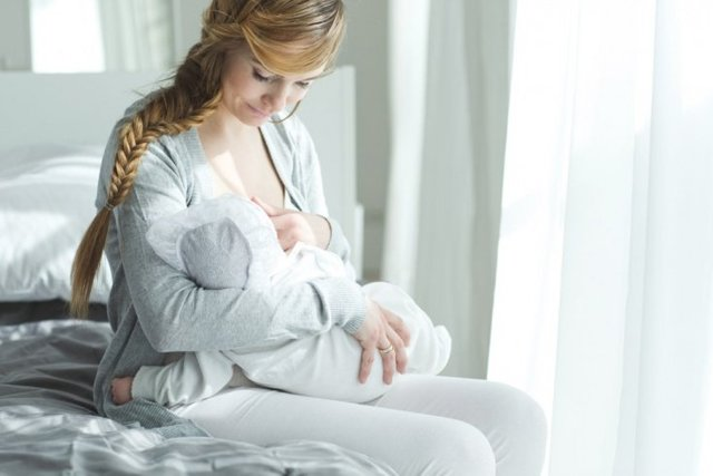 Крапивница после родов у кормящей мамы: фото, симптомы, что делать и как лечить