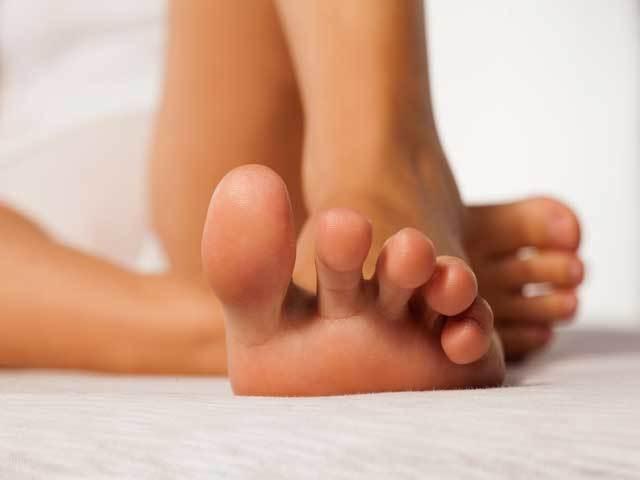 Как избавиться от потливости ног аптечными и народными средствами, медицинскими процедурами