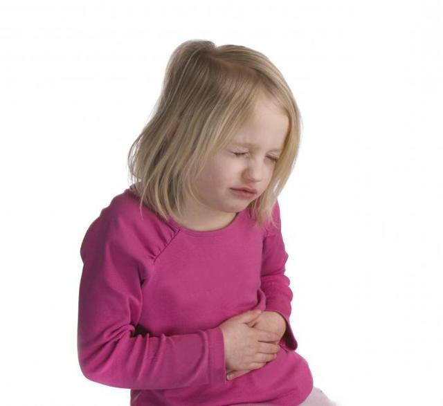 Болит правый бок внизу живота: почему бывает после еды, при ходьбе, при кашле, ноющий, тянущий, тупой, резкий и острый симптом, отчего возникает у ребенка