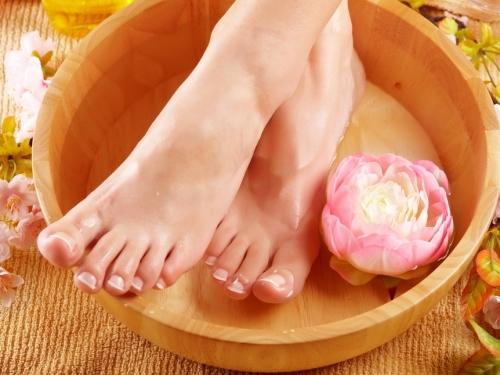 Лечение натоптышей на ногах в домашних условиях народными и аптечными средствами