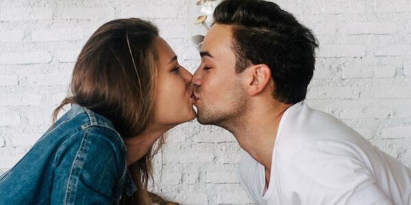 Как можно заразиться гепатитом С: через поцелуй в губы, в быту, вероятность передачи вируса половым путем от партнера, через царапину, слюну, через кожу, от кошки