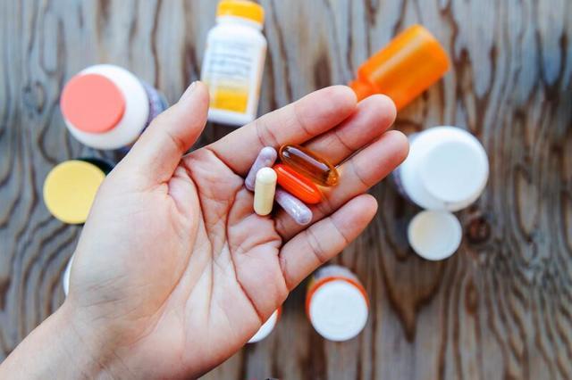 Сохнут ладони рук: причины, народные средства для увлажнения и профилактика