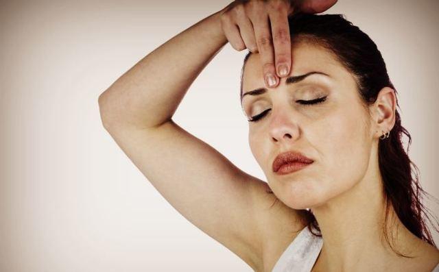 Как убрать морщину между бровями в домашних условиях: эффективные средства и процедуры