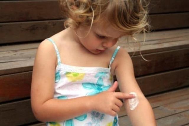 Эмоленты при атопическом дерматите у детей и взрослых: названия эффективных средств