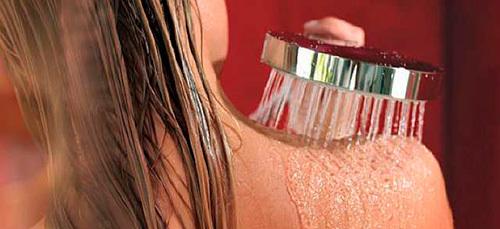 Можно ли мыться при крапивнице детям и взрослым: водные процедуры и море при болезни
