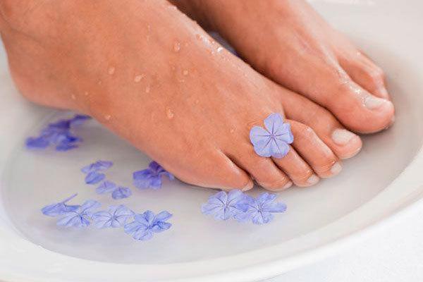 Народные средства от потливости ног: кора дуба, сода, яблочный уксус и другие методы