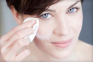 Заполнитель морщин вокруг глаз и на других участках лица: эффективные кремы-филлеры