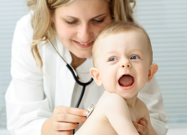 Пятна на коже белого цвета: причины, возможные заболевания, лечение у взрослого и ребенка